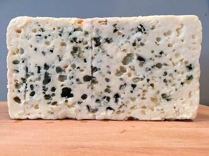 Сыр с голубой плесенью