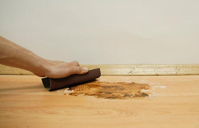 Убрать плесень на полу